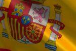 Detalle de la bandera de España en que se muestra el centro del escudo con sus tres flores de lis