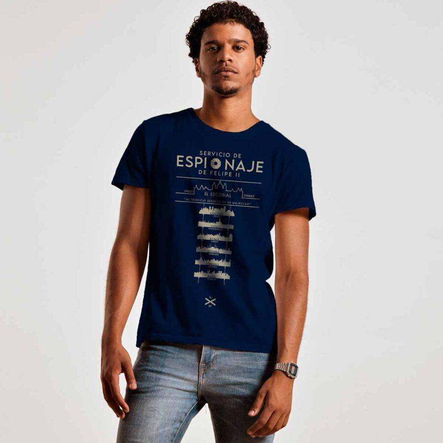 Chico con camiseta de espías de Felipe II de Legado Hispánico